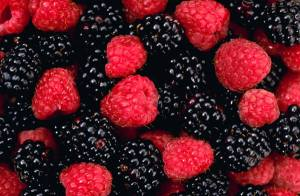 Raspberries and blackberries are low-carb fruits