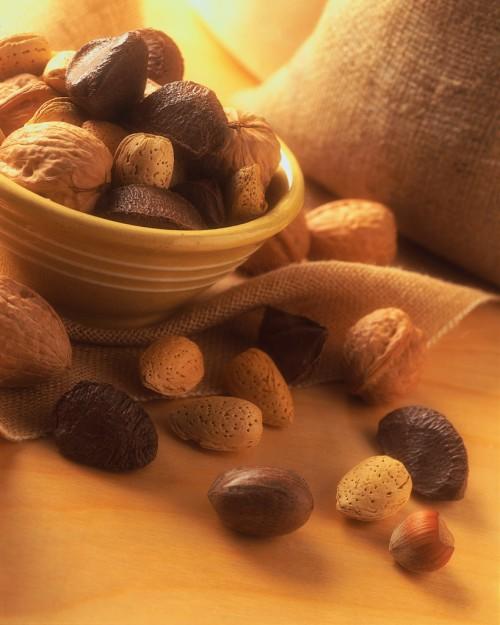 Mixed Nuts Improve Diabetes, Too